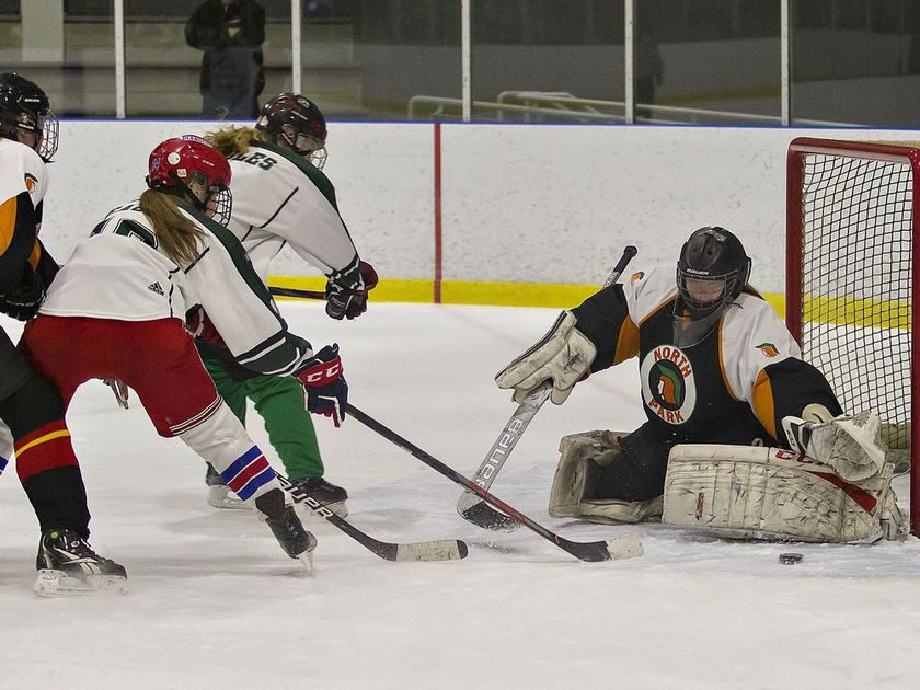 Alissa_Red_and_Jess_Green_SJC_Hockey.jpg