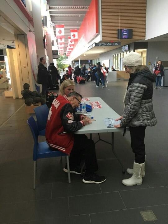2_bb_Walter_Gretzky_signing_autographs_23_Feb_2018.jpg